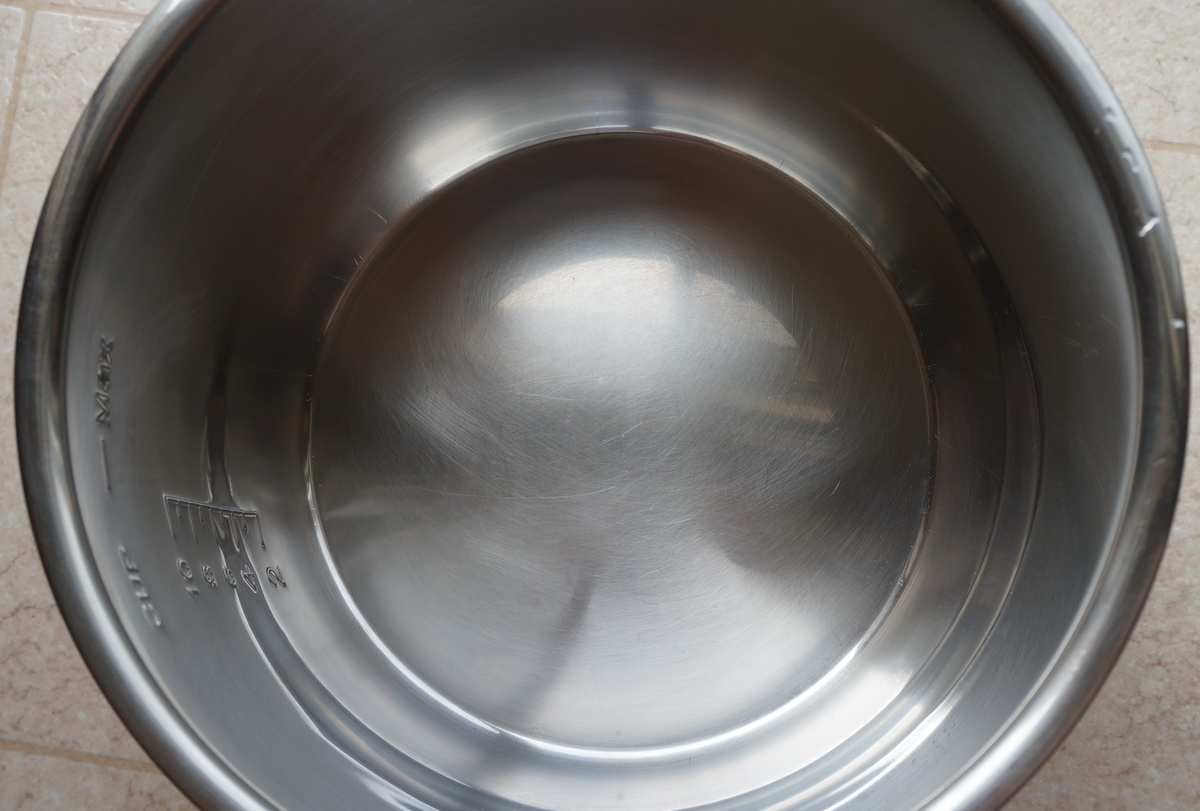 Hard water stains on stainless steel - Inner Pot After Viniger Cleaning 600x405 How To Clean The Bluish Marks At The Bottom Of